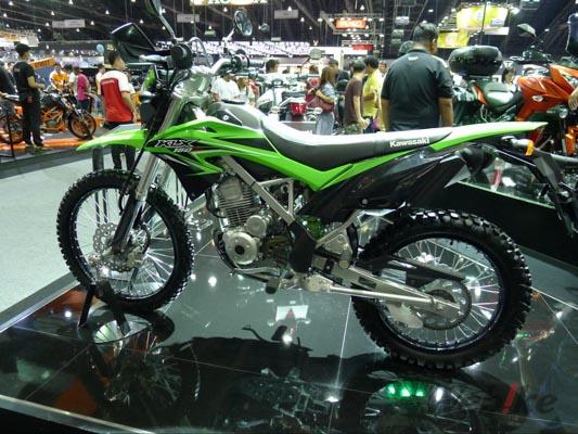 Kawasaki-KLX150-1