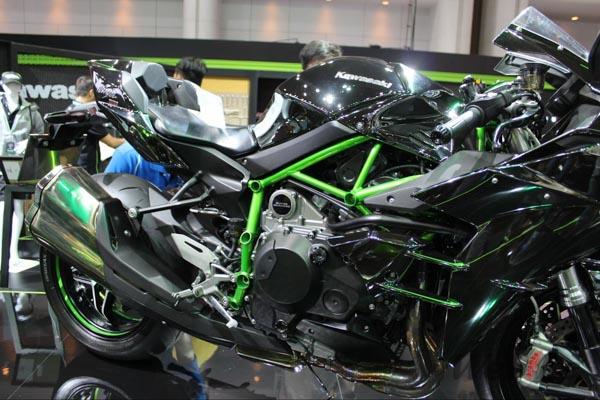 Kawasaki-Ninja-H2-1