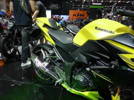 Kawasaki-Z300-3