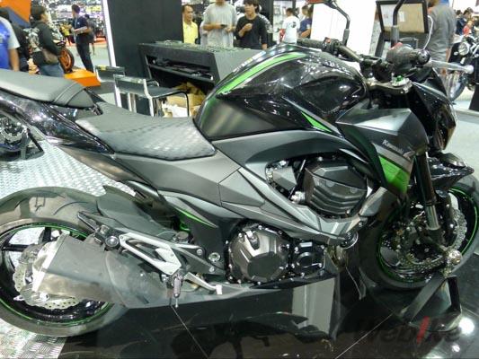 Kawasaki-Z800-4