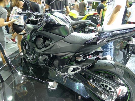 Kawasaki-Z800-5