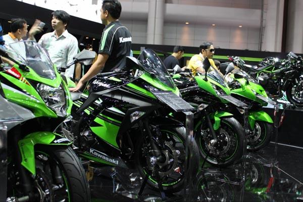 Kawasaki-ninja-motor-expo-2015-1