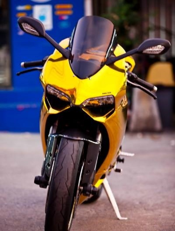 Ducati 899 Panigale - front