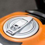 The fuel tank cap is elaborately crafted maintaining classic details. Tank capacity is 13.5 liters.