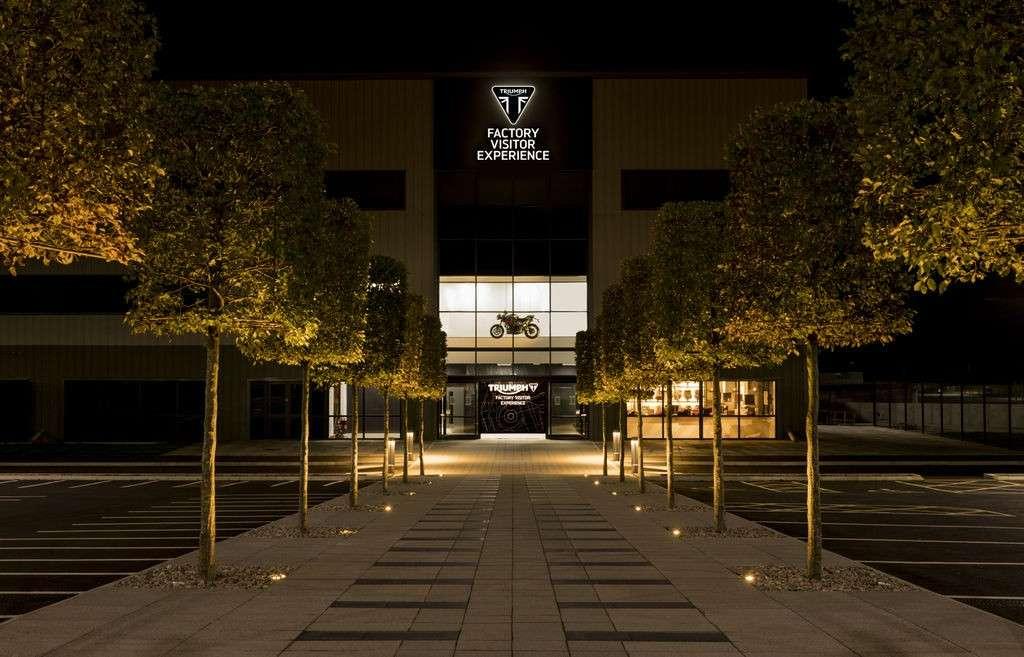 พาทัวร์สุดอลัง Triumph Factory Visitor Experience เป็นทั้งโชว์รูม โรงงาน และคาเฟ่! - Webike Thailand
