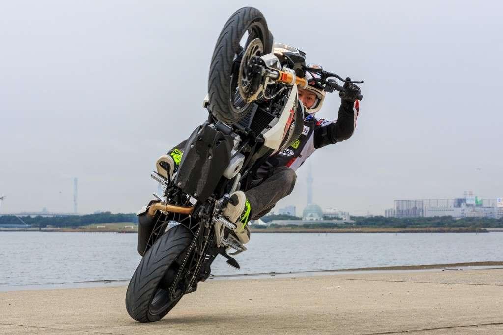 Stunt_BMWG310R_01