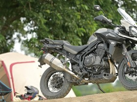 YM2010-07604-triumph-tiger1200
