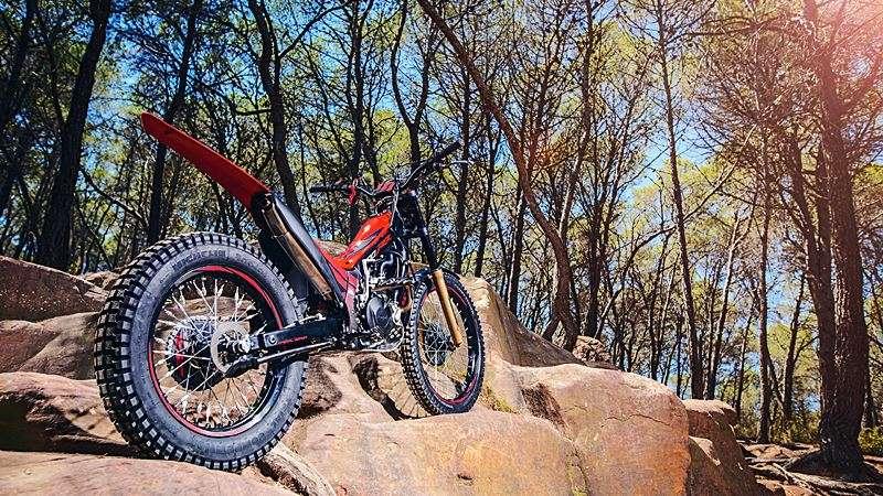 2018-honda-montesa-300rr-trail-bike-01