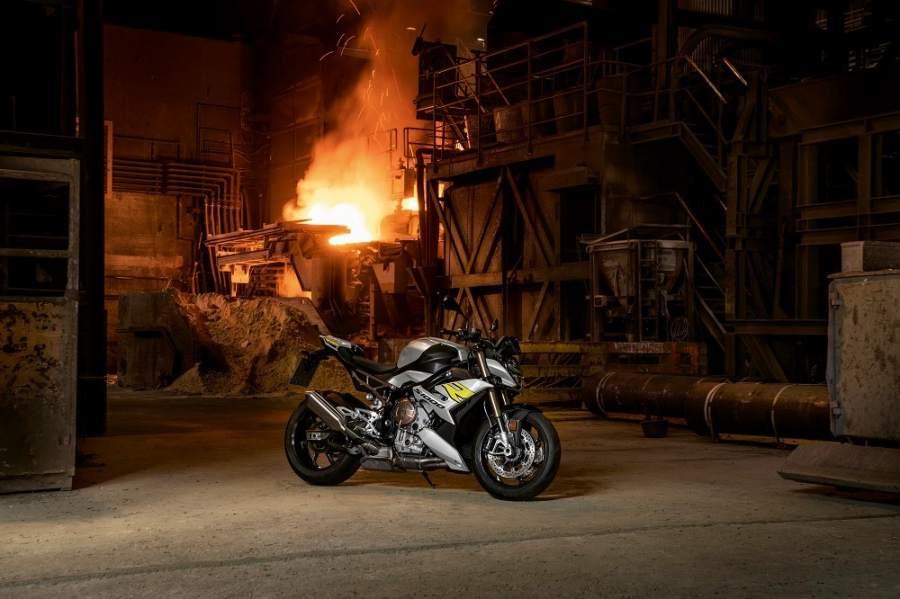 bmw-s1000r-2021-fire