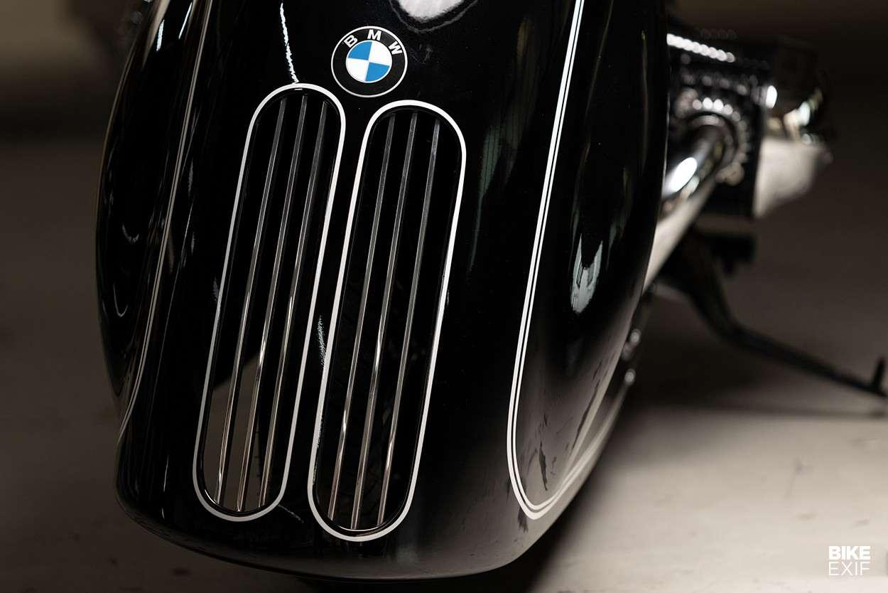 tampilan-depan-motor-modifikasi-bmw-r18-kingston-custom