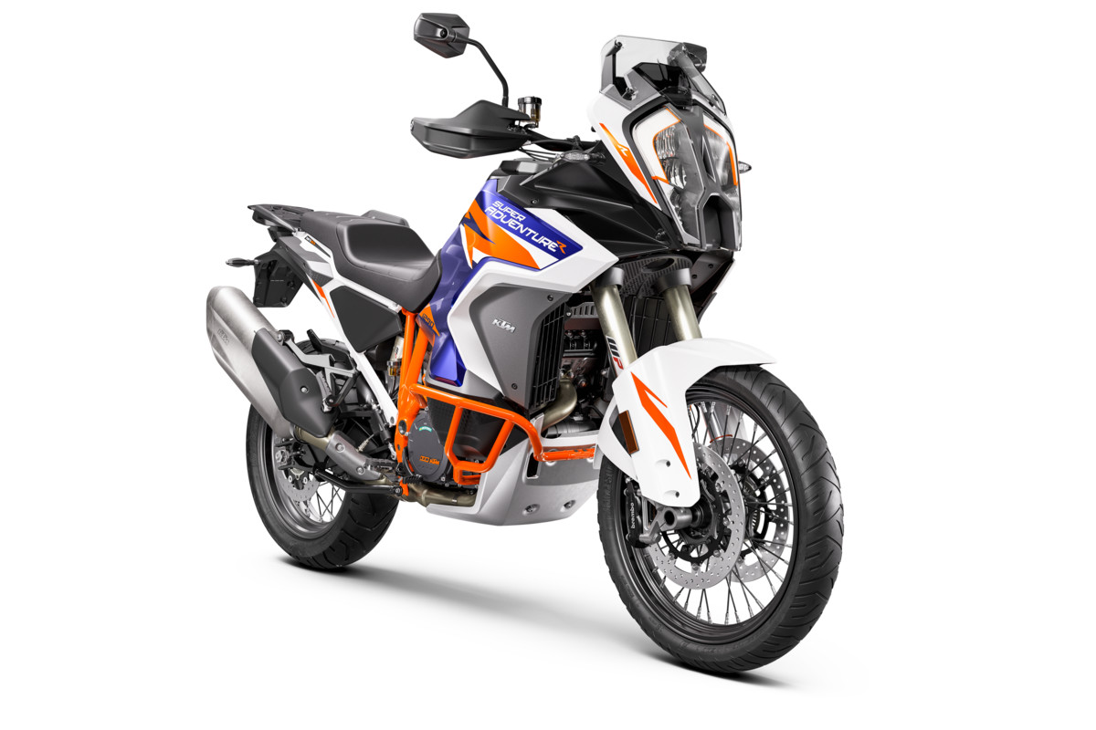 KTM-1290-SUPER-ADVENTURE-R_Studio_front-right