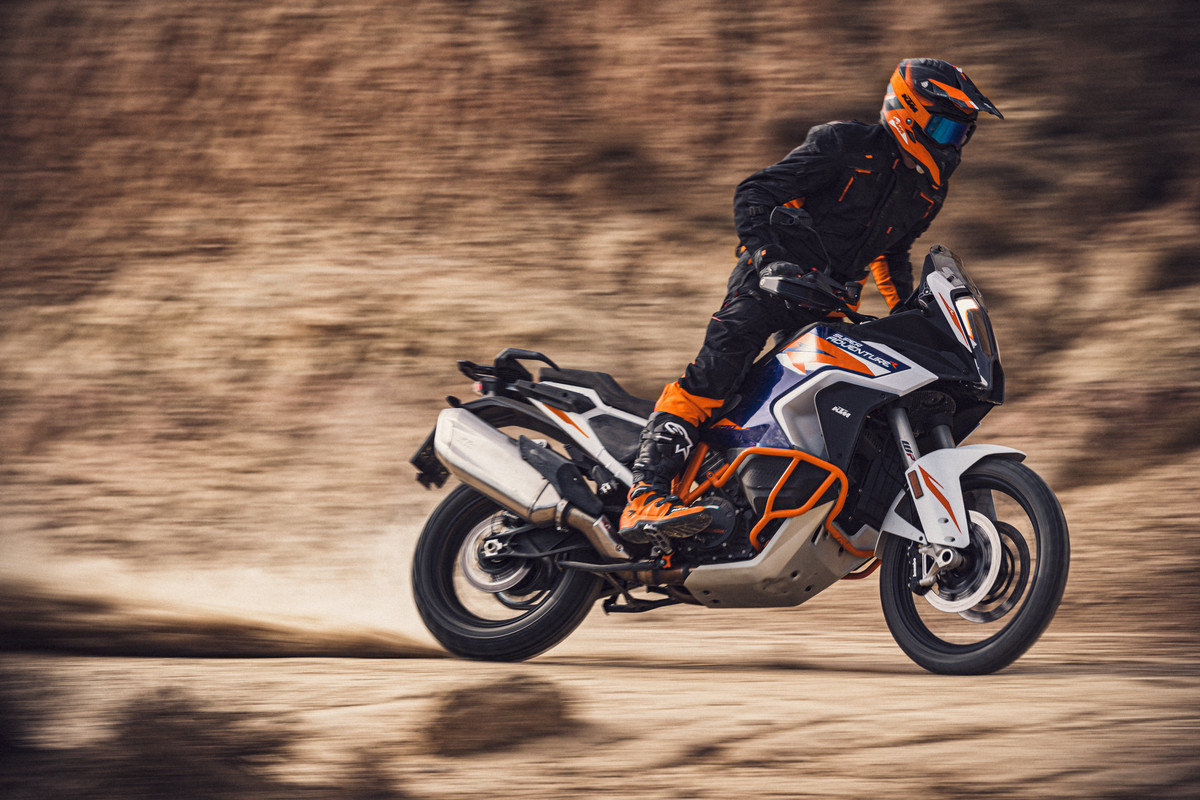 KTM-1290-SUPER-ADVENTURE-R_action-1