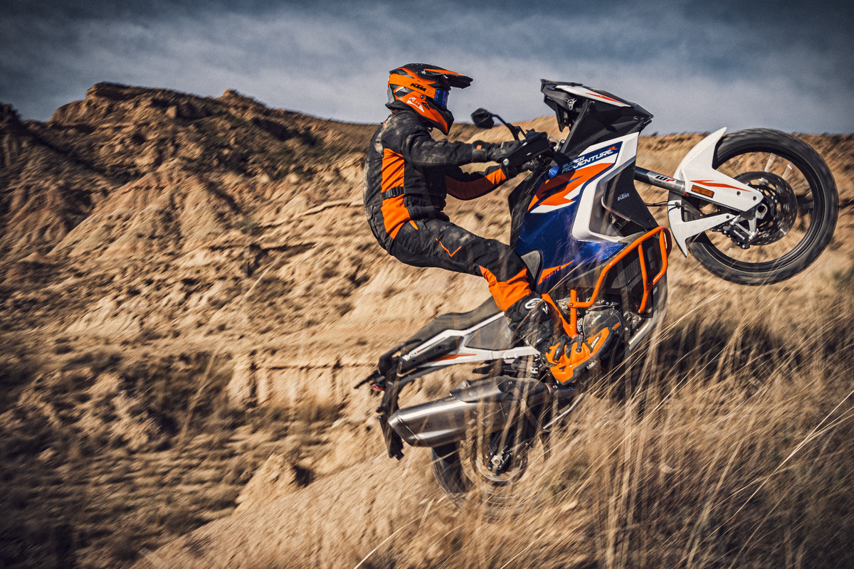 KTM-1290-SUPER-ADVENTURE-R_action-3