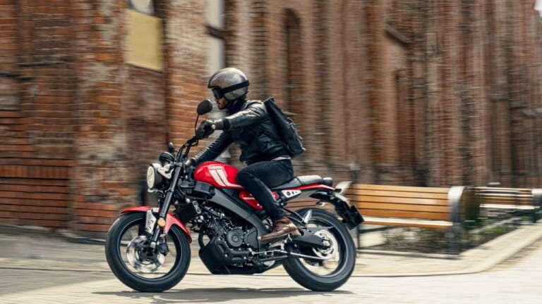 2021-Yamaha-XS125-EU-Redline-Action-008-03-768x432-1