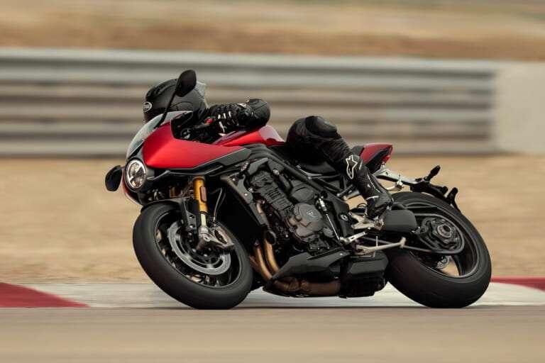Speed-Triple-1200-RR_MY22_27A0501-1_ML-768x512-1